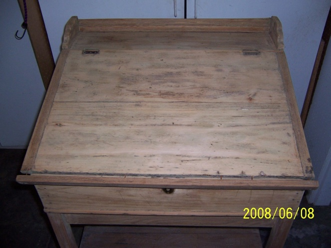 Old flip top school desk-000_0324.jpg