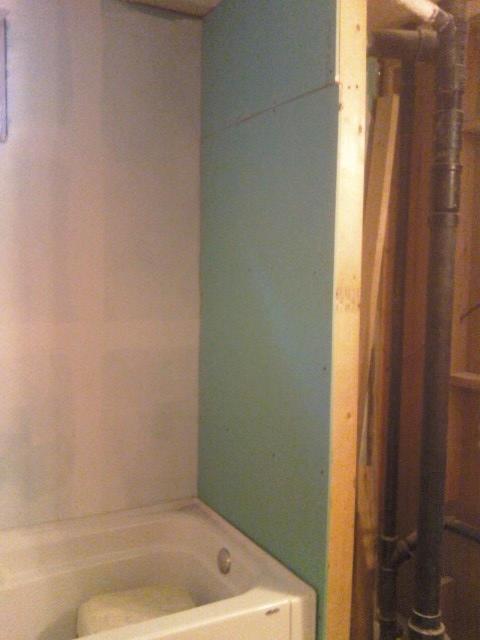 installing bathtub-0706011602.jpg