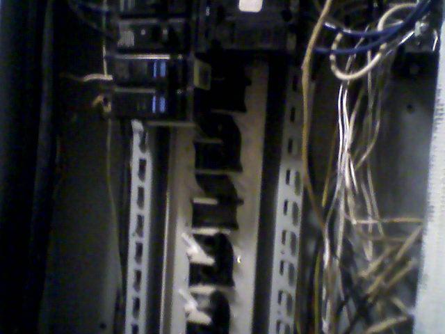 Need to ID old circuit breaker box-0713101958b-2.jpg
