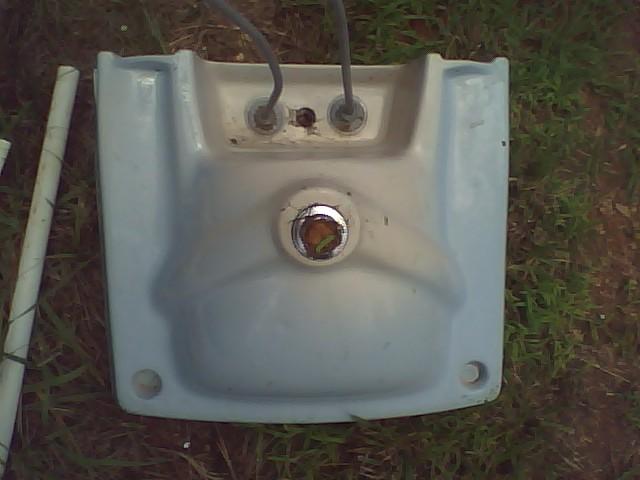 How do I mount this 60's bathroom wall sink?-0802091433b.jpg