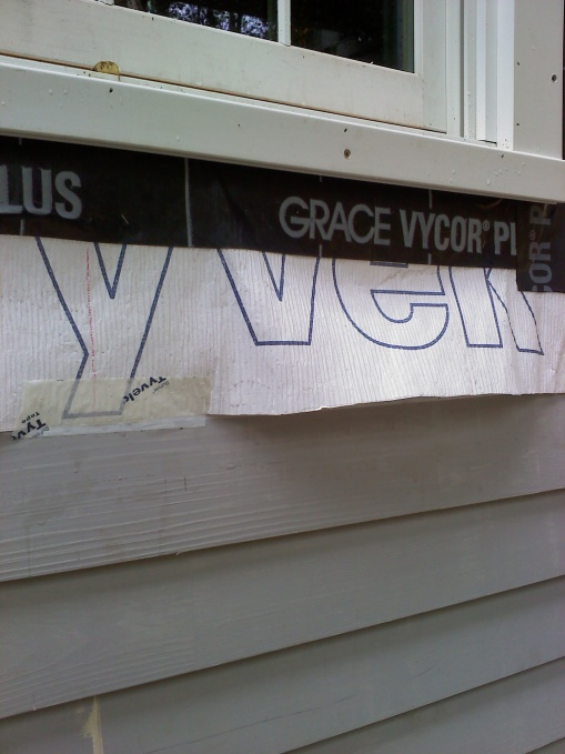 Vinyl siding junction at windows' built in J channels-0929011105.jpg