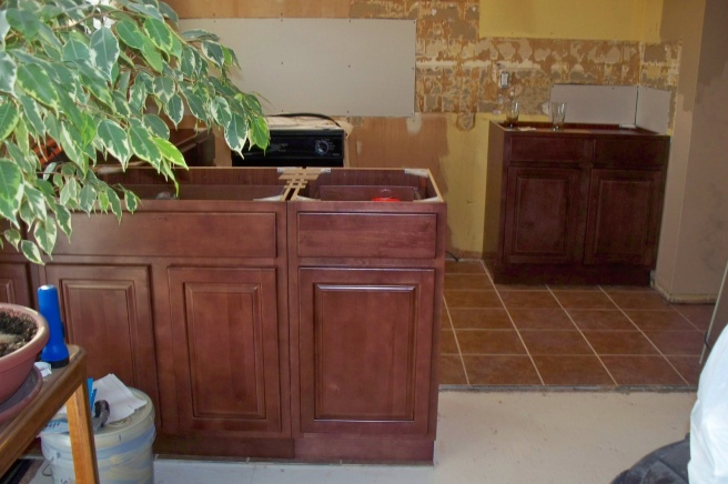 Tiling around or under cabinets???-100_0196.jpg