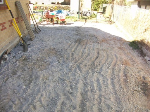 cracked driveway + leaning retaining wall = now what?-100_1086b.jpg
