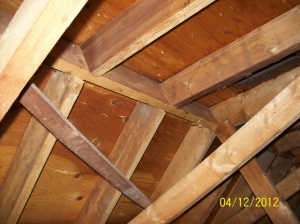 Bridging ceiling joists-100_1309.jpg