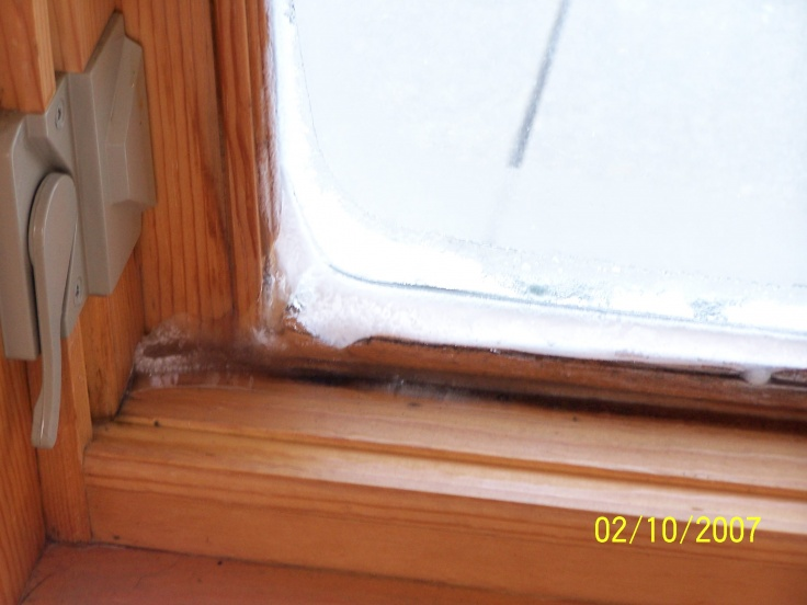 Very dry air, but windows condensate & ice up.-100_1567.jpg