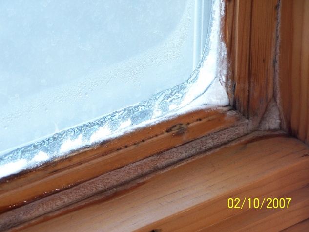 Very dry air, but windows condensate & ice up.-100_1572.jpg