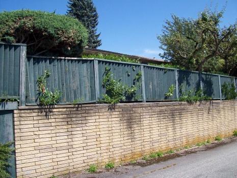 Building Cedar Fence On Top Of Retaining Wall 100 2956 Jpg