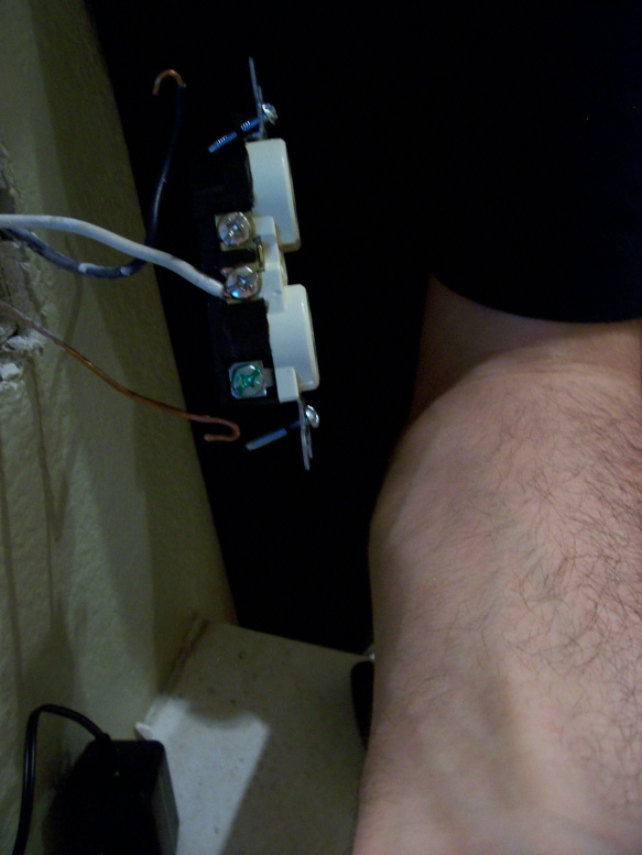 Is the wire short enough on this electrical socket?-100_3487.jpg