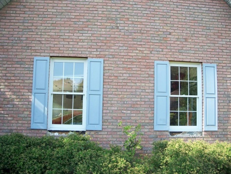 Caulking Vinyl Windows in brick-100_6611.jpg