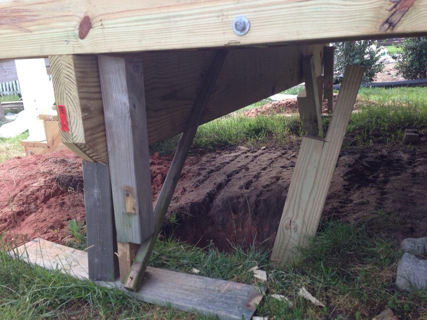 Deck being built before footings?-10604_10152870754125386_130320295_n.jpg