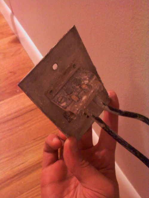 unknown wall jack / receptical (see pics)-1127091916a.jpg