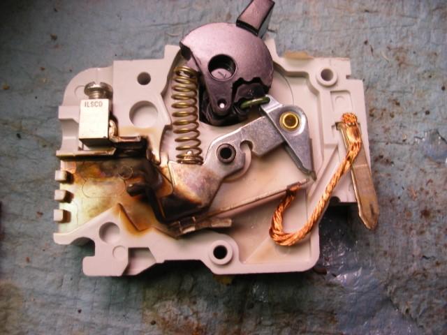 split receptacle half dead-15-amp-breaker-002-small-.jpg