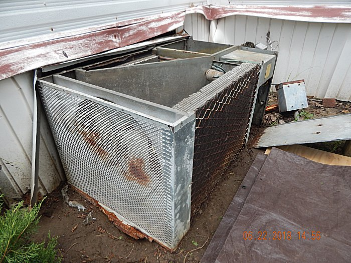 Old M Home Pkg Unit Ac Cond Fan And Blade Assy In Left
