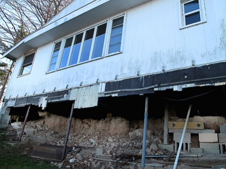 1920 Lakeside cottage on jacks- Foundation TROUBLE-1b.jpg
