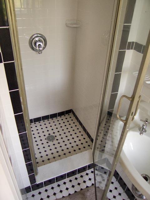 Advice for Restoring Vintage Aluminum(?) Shower Door: Caulking, Cleaning, Sealing?-2.jpg