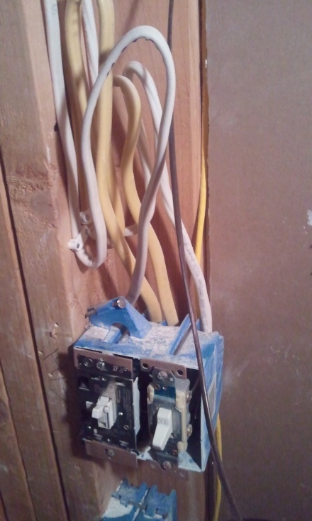My 12 gauge wire fiasco, overkill needing removal-2011-01-19-21.44.46.jpg