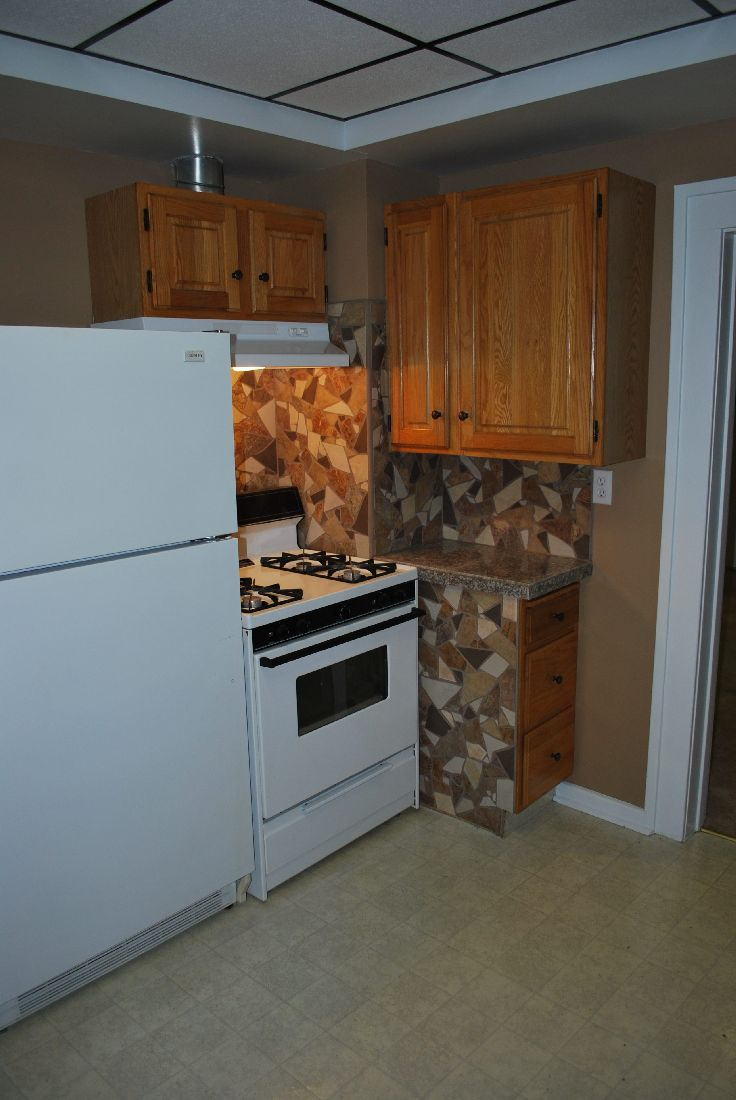 leaning heavily towards tiling couter tops, need advice-2011-11-16-drumheller-01-house-102-inspection-day-02.jpg