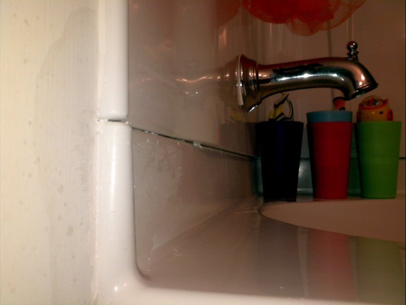 4 piece tub/shower leaking out where wall panel meets tub-2011-11-27_12-23-14_943.jpg