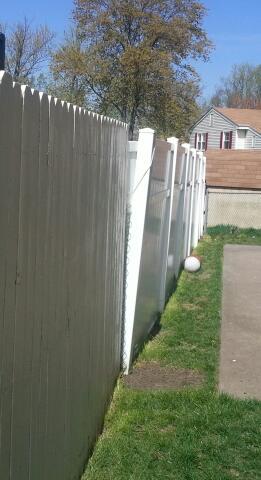 Leaning vinyl fence-2012-03-30-14.04.25-1.jpg