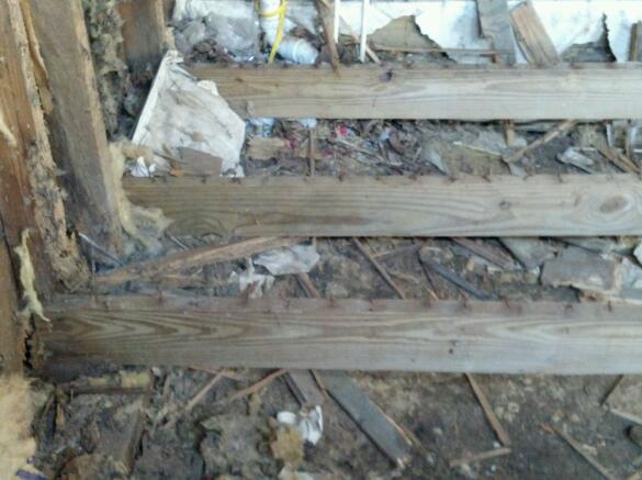 Need a foundation in my laundry room-2012-08-10_16-31-36_249-1.jpg