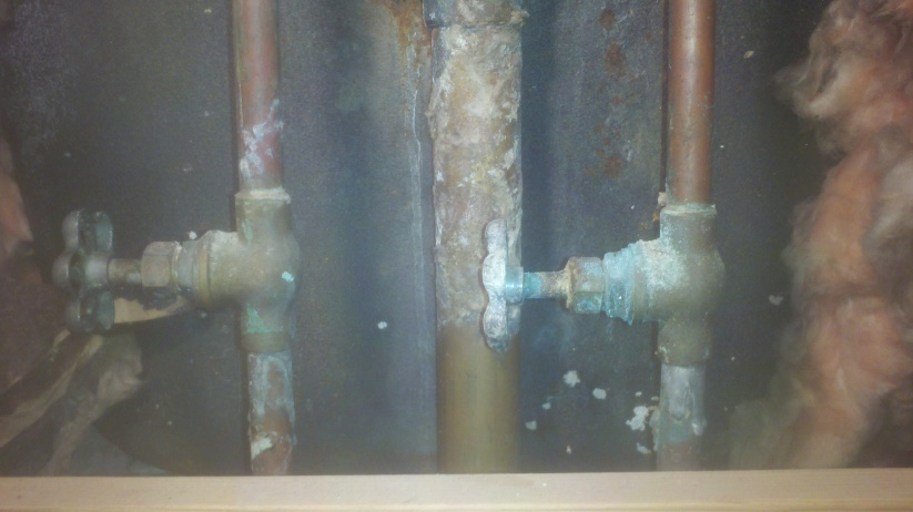 Turn off valve to bathtub-2012-11-06_14-56-14_235.jpg