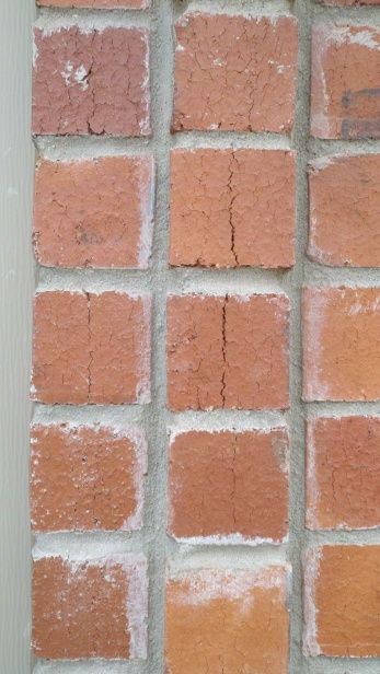 New house, lots of fire cracks in bricks-2012-12-09_14-15-25_497.jpg