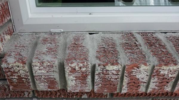 Caulking Vinyl Windows in brick-20120316_130705_cropped.jpg
