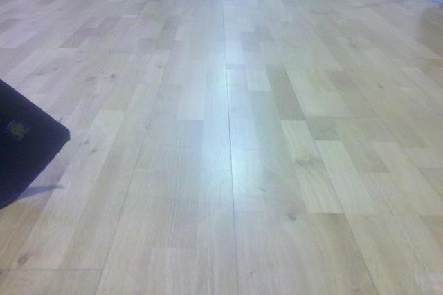 Laminate floor damage - repairable?-2013-02-25_20-02-42_873-resized.jpg