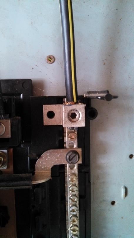 Missing bonding screw in panel-2013-04-09-12.12.43.jpg