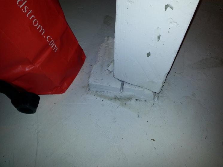 loading bearing posts won't survive earthquake?-2013-10-17-22.08.00.jpg