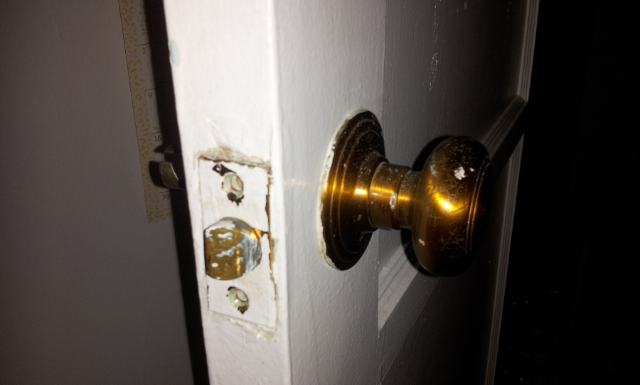 Cannot figure out how to remove door handle-20130211_100613.jpg