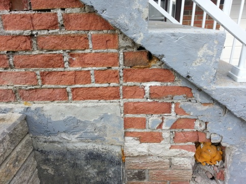 Crumbling Brick, Need Advice-20130916_095221.jpg