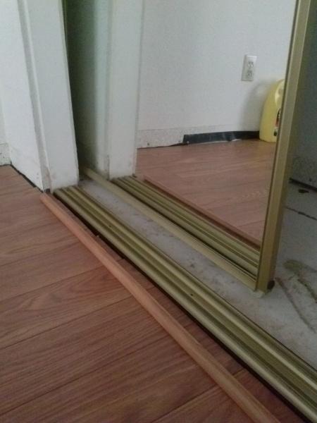 Closet Door And Laminate Flooring Issue Flooring Diy Chatroom