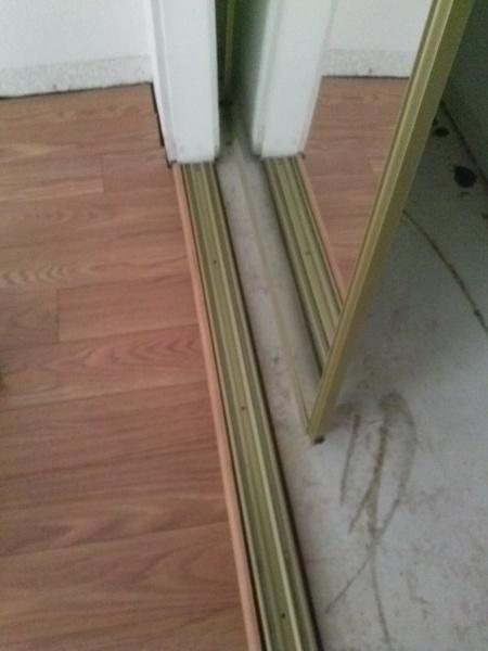 Closet Door and Laminate Flooring issue.-2014-10-19-14.54.00.jpg