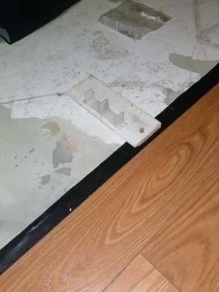 Closet Door and Laminate Flooring issue.-2014-10-23-18.17.33.jpg