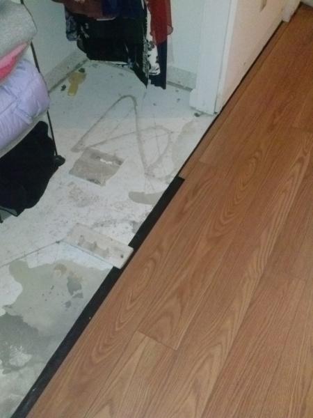 Closet Door and Laminate Flooring issue.-2014-10-23-18.18.04.jpg
