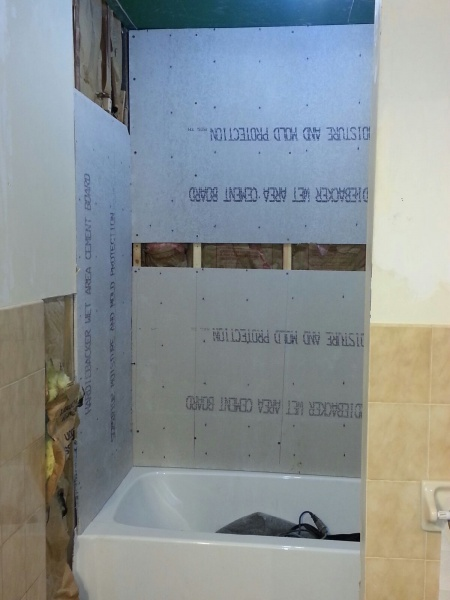 is my contractor installing this backerboard correctly.-20140324_225150.jpg