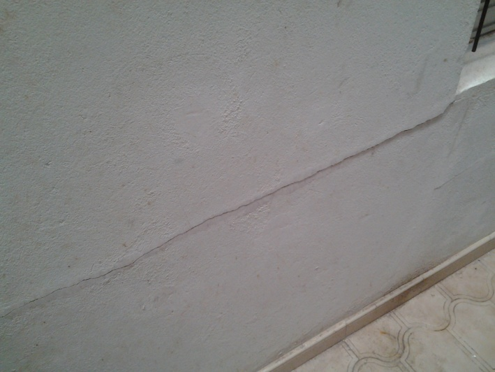 severe structural wall crack ?-20140504_121237.jpg