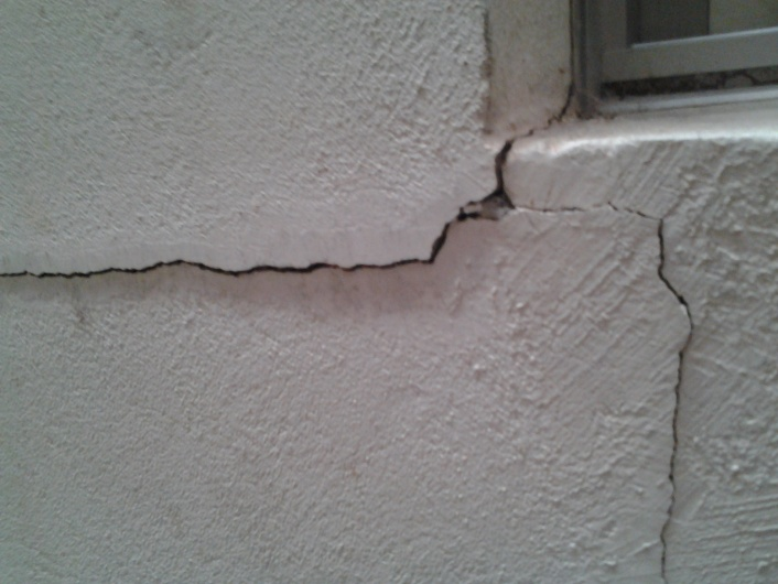 severe structural wall crack ?-20140504_121255.jpg