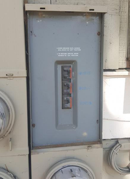 Main 200 amp Breaker Box Cover Missing Outside-20161016_145441.jpg