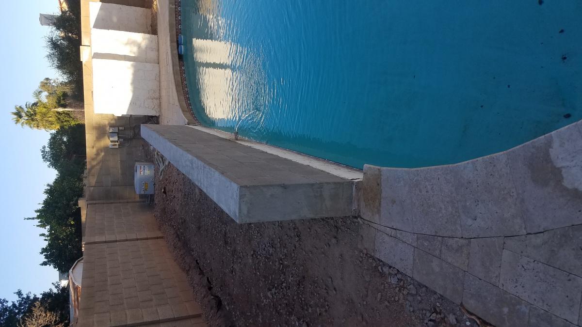 Help Please. Does this block wall on pool need rebar?-20180209_081940.jpg