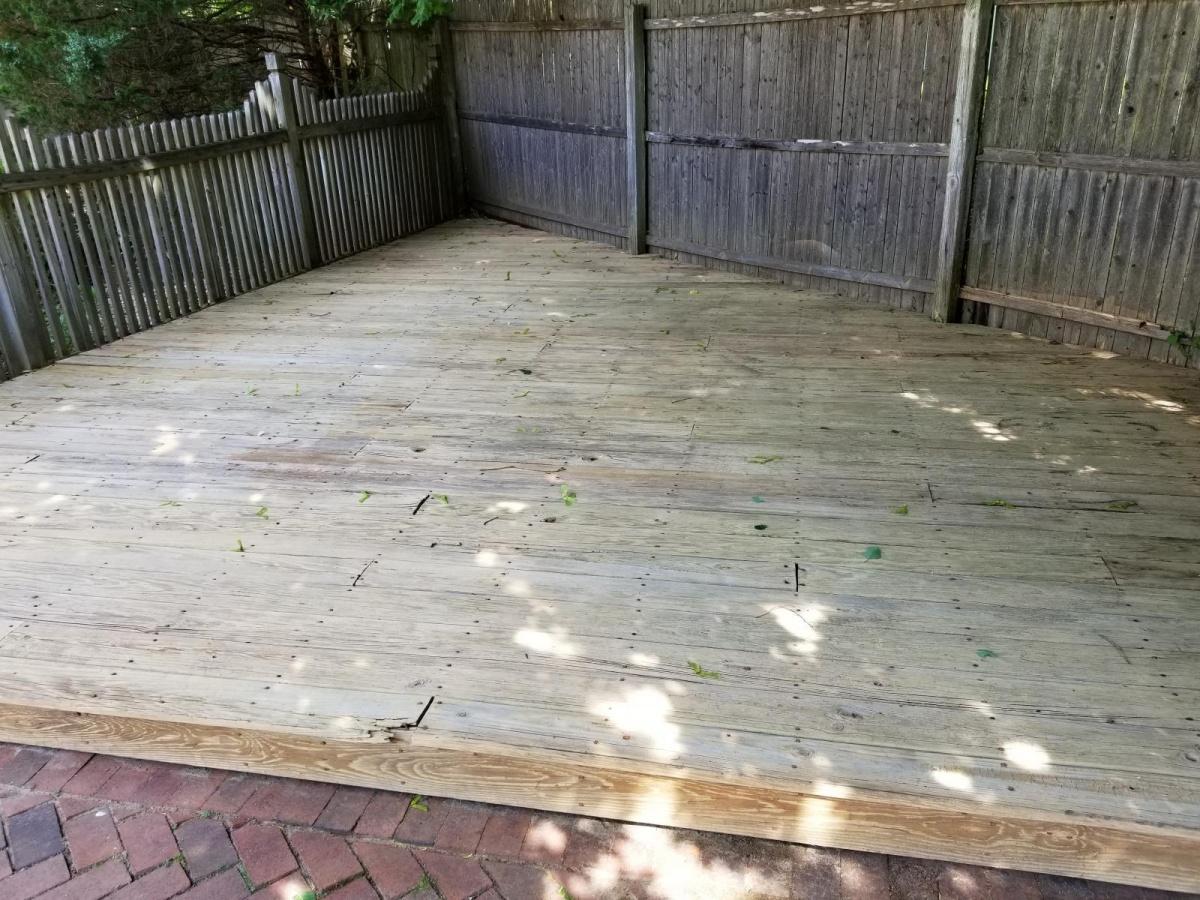 wood deck needs some love-20180619_100733_1529440644641.jpg