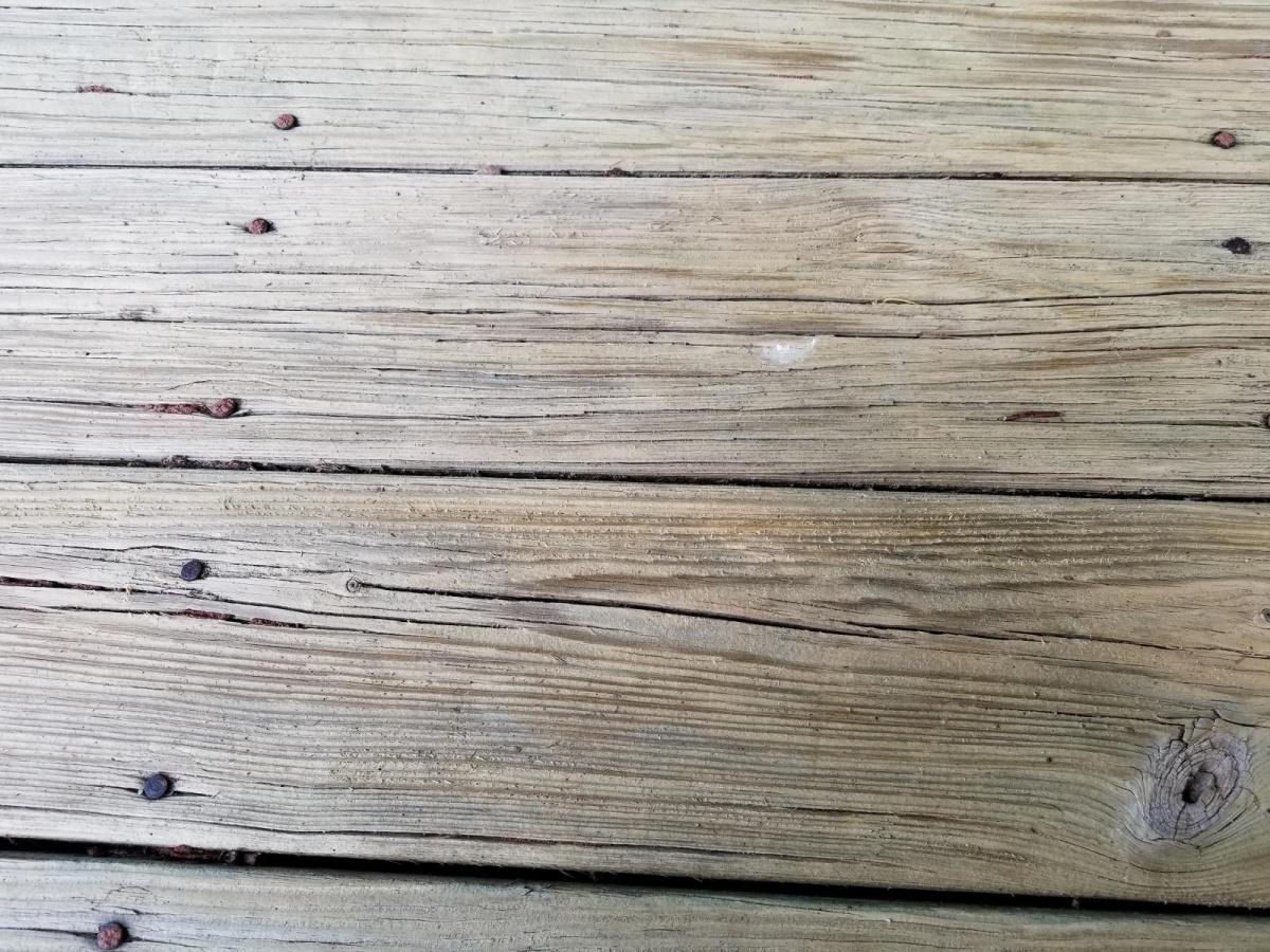 wood deck needs some love-20180619_100740_1529440744883.jpg