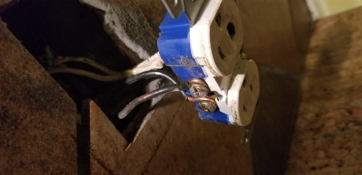 Air Fryer burnt outlet-20180721_101925.jpg