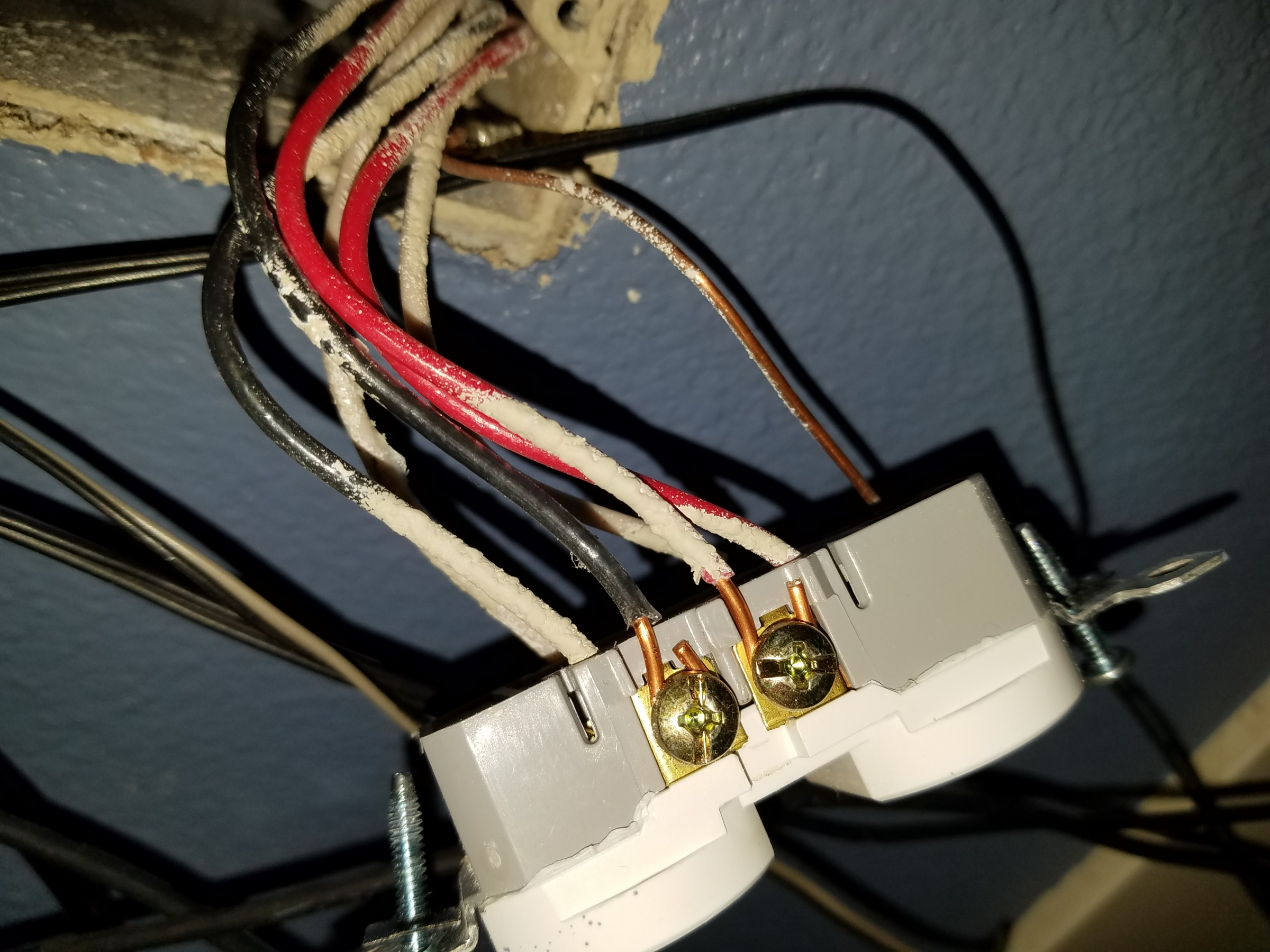 Removing lightswitch control half of outlet duplex-2019-01-26-19.33.32.jpg