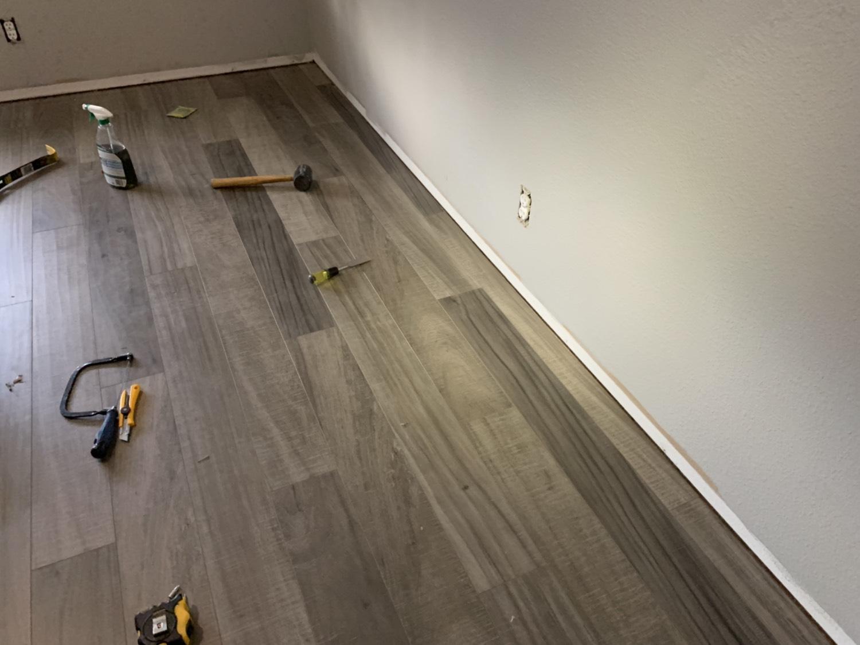 Laminate flooring-2019-04-18.jpg