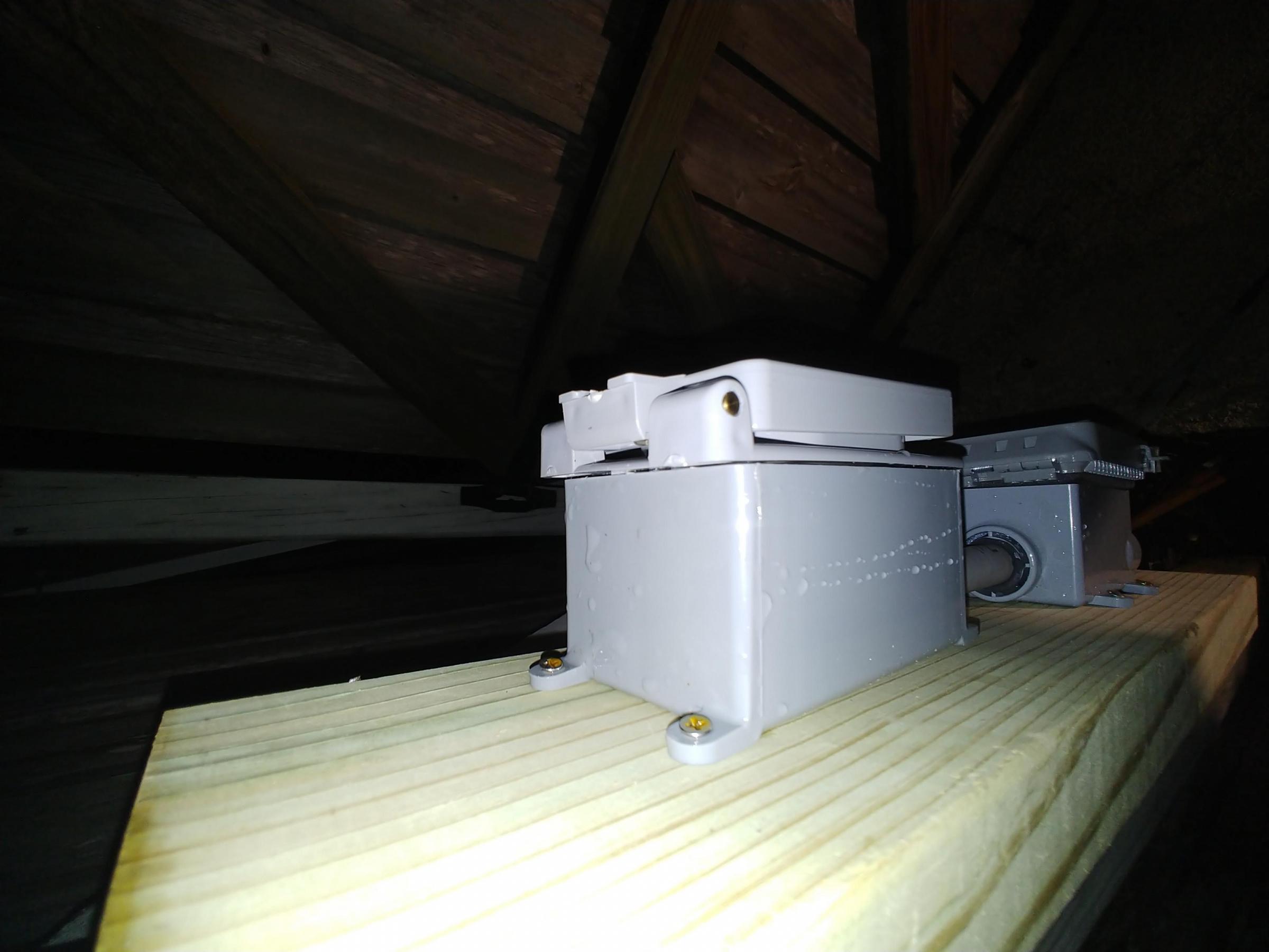 Pool light electrical safety-20191229_202125_1577669037978.jpg