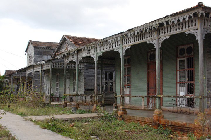 Looking to imitate the woodwork in these old homes-25148_104794179550305_100000591716443_124816_2490448_n.jpg