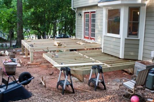 Freestanding deck rim joist connection building