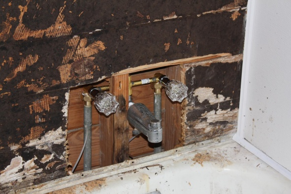 Safe to cut this stud to make room for plumbing? opinions.-328531_2493710832612_1548036895_32120544_1666982657_o.jpg